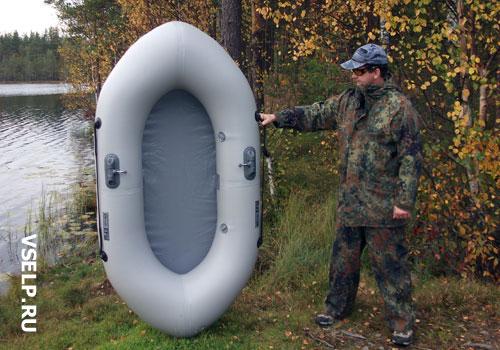 легкая одноместная лодка для рыбалки